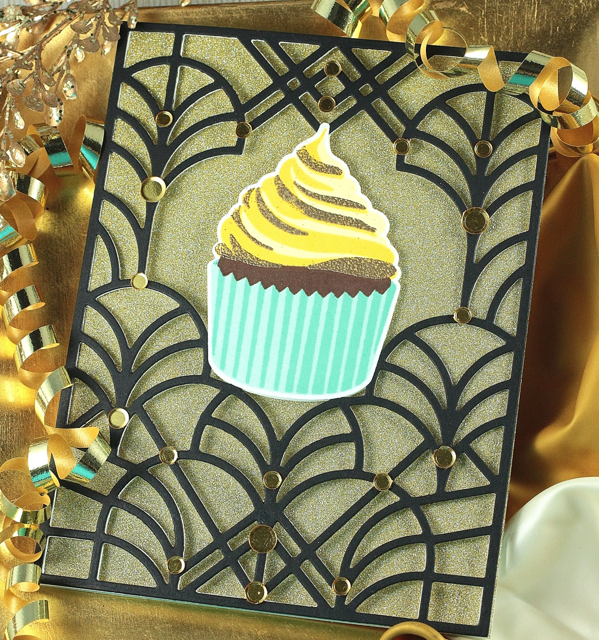 c4c 19 trifold cupcake