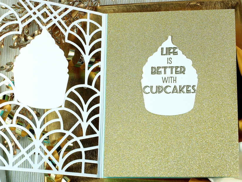 c4c 19 trifold cupcake2